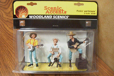 WOODLAND SCENICS PICKIN' and GRINNIN'  G SCALE FIGURES