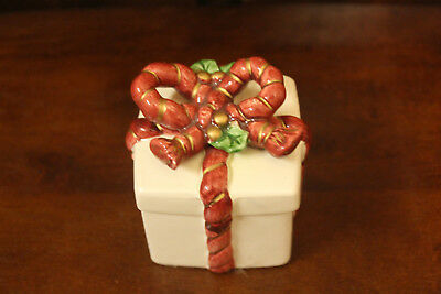 Fitz and Floyd Lidded Christmas Trinket Present Box Red Bow & Holly Holiday Deco