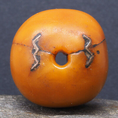 *!* Antique natural amber bead. Repaired. ø 25 mm. Berber, Morocco. African trad