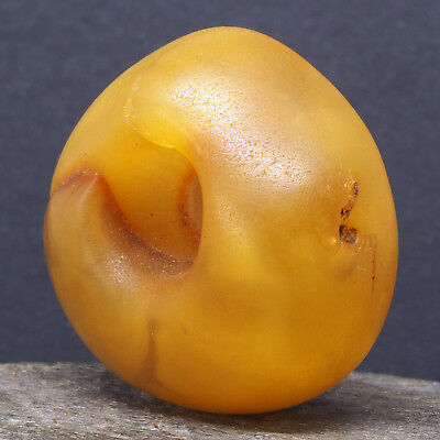 Antique natural amber bead. ø 32 mm. Mauritania. West African trade