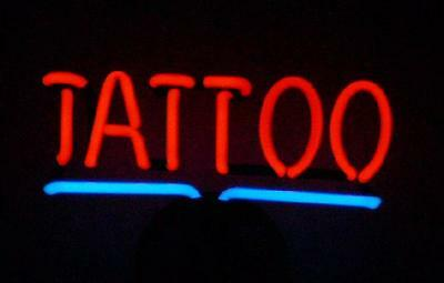 TATTOO Neonleuchte Neon sign Leuchtreklame Neonreklame light Neonschild news