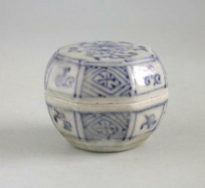 Vietnamese 15th Century Octagonal Blue & White Covered Box