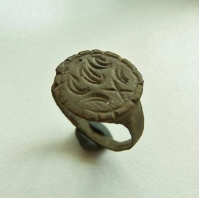 Old bronze seal-ring  (276).