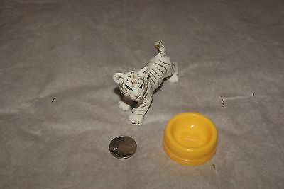 Pretend Play WHITE TIGER WITH WATER BOWL