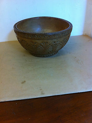 LOVELY LARGE DECORATIVE ANTIQUE CHIP CARVED WOODEN BOWL 9 inches