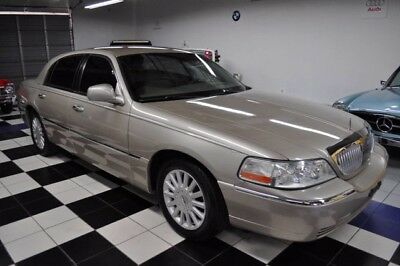 2005 Lincoln Town Car Signature with only 36k miles x-clean!! Beautiful color combination ! A Florida Salt-Free Lincoln!