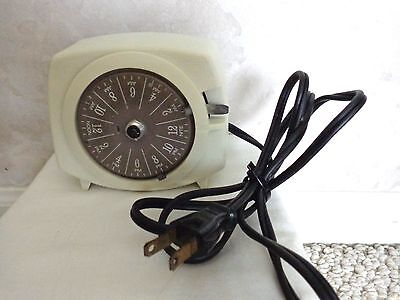 """Vintage """"Guard-All Lamp & Appliance Timer"""" Model #ht-75 (A921-14) (#1989)"""