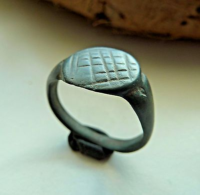 Old bronze ring (335).