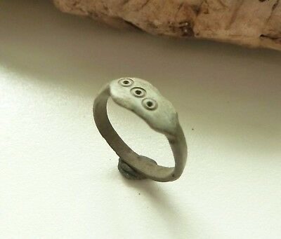 Old bronze ring (176).