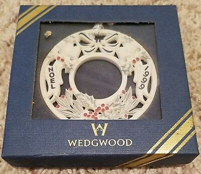 Wedgwood NOEL WREATH 1999 Ornament  MINT w/ Box!!
