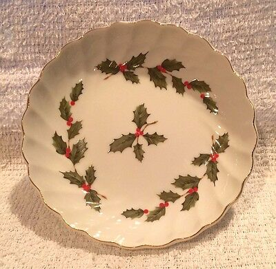 Vintage 1985 Lefton Round Holiday Holly Berries Candy Nut Dish Gold Trim 05237