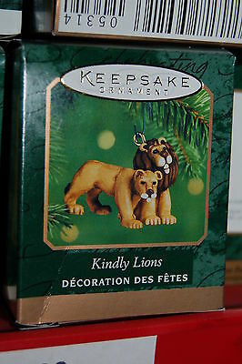 Hallmark 2000 NOAHS ARK Kindly Lions Miniature MINI Ornament