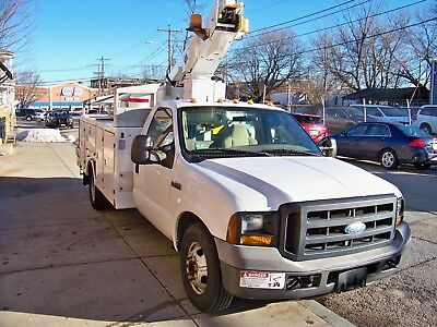 2006  Ford  F 350 Superduty Bucket/ Boom Truck  With  A/c