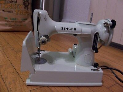 Singer Featherweight Sewing Machine Model 221K White and Light Green Case SUPER!