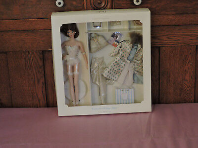 2002 Continental Holiday Giftset  Fashion Model Silkstone Barbie # 55497