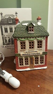 Dept 56 Dickens Village Series 1986 FEZZIWIG'S WAREHOUSE 65005 - Retired