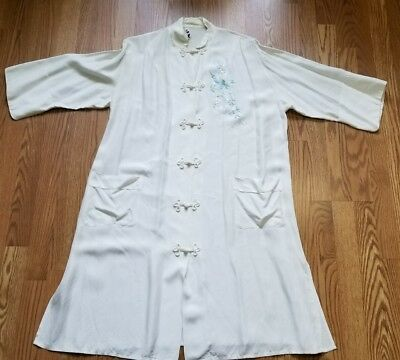 Vintage Japanese Kimono Style Embroidered Robe Made in Japan Size Large 40 - 42