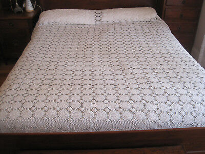 Gorgeous Vintage Snow White Hand Worked Crochet Lace Bedspread Or Tablecloth