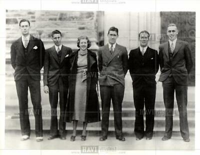 1932 press photo What a Talk-fest these six students