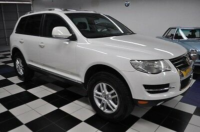 2009 Volkswagen Touareg VR6 - ONLY 59K MILES - OUTSTANDING CONDITION - CARFAX CERTIFIED - SUNROOF - NEW TIRES - PRISTINE !!