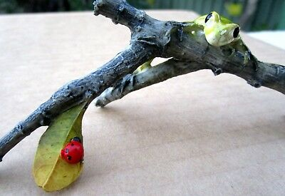 Green Frog & Red Ladybug On Realistic Tree Branch Home Or Garden Ornament Bnib