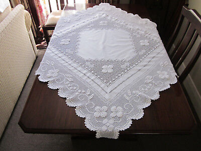 Amazing Pure White Hand Worked Tablecloth Crochet Lace Pulled Thread Work