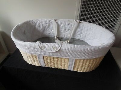 BORN WITH STYLE MOSES CARRY BASKET/BASSINET with MATTRESS AND PROTECTOR