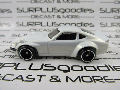 Hot Wheels 1:64 Scale LOOSE Collectible White JDM Custom DATSUN 240Z Diorama Car