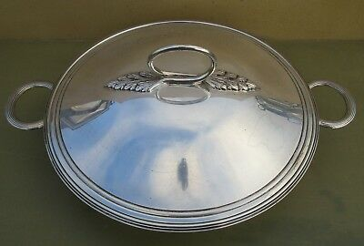 Superb Antique Edward VIII sterling silver entree dish and cover, 917g, 1936