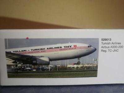Herpa Wings 1:500 Airbus A330-200 Turkish Airlines Retro colors 529013
