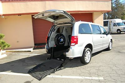 2016 Dodge Grand Caravan 2 Pos. VERY NICE HANDICAP ACCESSIBLE WHEELCHAIR RAMP EQUIPPED VAN....UNIT# 2193MT
