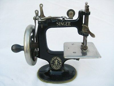 Vintage Portable Singer Child Sewing Machine Cast Iron Toy Model 20