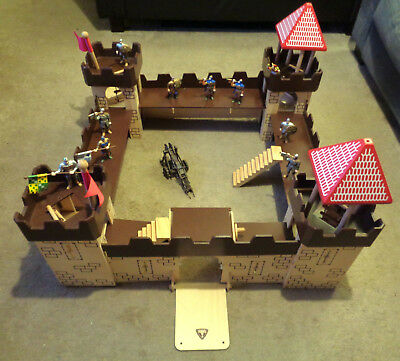 KIDS EARLY LEARNING Centre wooden toy castle fort with 9 figures and ...