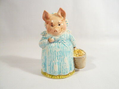 BP2a  Beatrix Potter Figurine Beswick AUNT PETTITOES Gold Oval