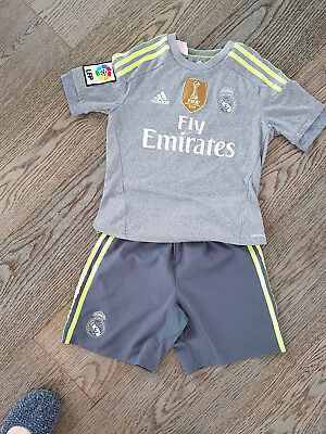 real madrid Trikot mit Hose  top Zustand Gr. 140
