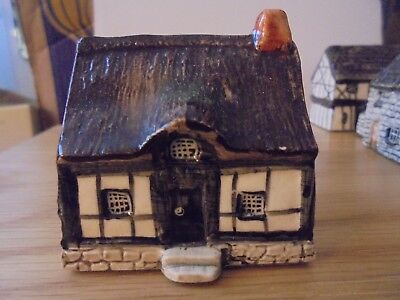 TEY POTTERY BRITAIN IN MINIATURE - COUNTRYSIDE COLL No 28 WEOBLY CRUCK HOUSE