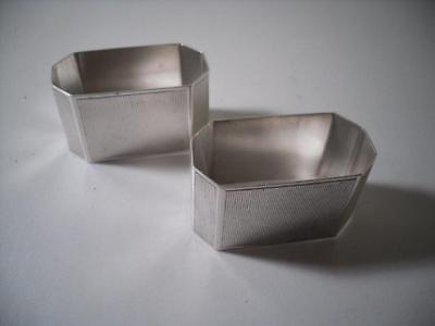A Pair of Art Deco Silver Napkin Rings : London 1946