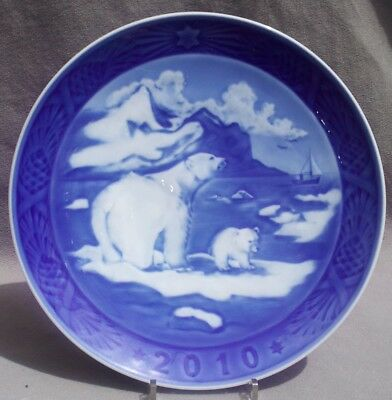ROYAL COPENHAGEN 2010 Christmas Plate - Christmas in Greenland - Mint in Box!