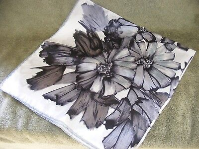 "Vtg 27"" Square Silk Scarf Hand Rolled Made In Italy Rn 3988 Black Gray White"