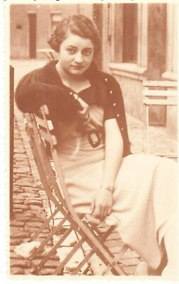 Femme Assise     Carte  Postale  Ancienne