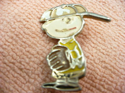 Dk-Vintage  Charlie Brown Pin Back Pin Uinited Features