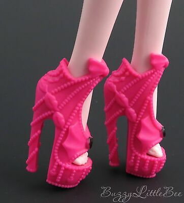 Monster High Doll~Draculaura~Frights, Camera Action!~Pink Bat Wing Shoes