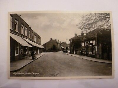 Vintage Postcard High Street Abbots Langley (N)