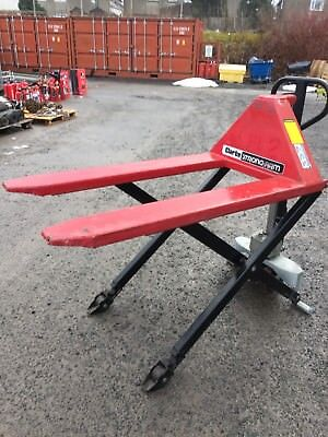 CLARKE HI LIFT PALLET TRUCK 1500KG LIGHT USE ,Sizes as per pictures.NO RESERVE