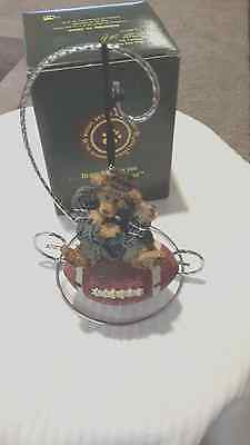 """Boyds Resin Bearstone ORNAMENT~KNUTE...""""HALF TIME""""~1E~#25705~NEW~FOOTBALL~COOL"""