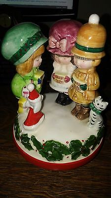 Vtg-70s-SCHMID-Porcelain-MUSIC-BOX-Kids-Caroling-PANDA-PRINTS-Christmas-Decor