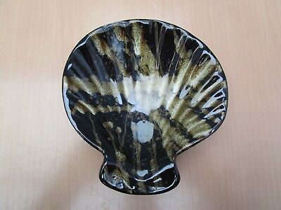 4 Pottery Shell Shaped Scallop Serving Dishes