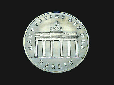 DDR.  5 Mark, 1987 A, Brandenburger Tor, Cu/Ni/Zn.! orig.! St.!