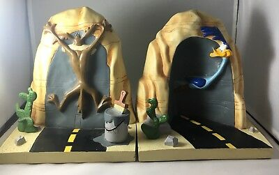Warner Bros Looney Tunes Wile E. Coyote & Toad Runner Book Ends