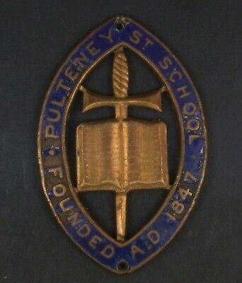 Pulteney Street School Hat Badge. Sew on type.45 x 25mm